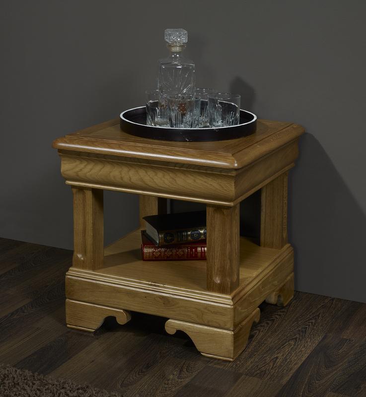 bout de canap ou table d 39 appoint en ch ne de style louis philippe meuble en ch ne massif. Black Bedroom Furniture Sets. Home Design Ideas