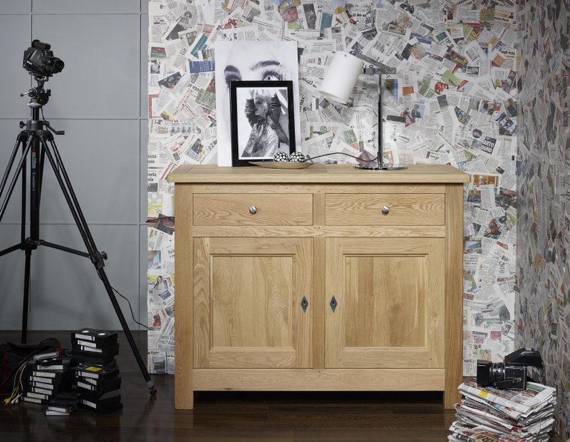 buffet 2 portes 2 tiroirs pierre en ch ne massif de style campagnard finition chene naturel. Black Bedroom Furniture Sets. Home Design Ideas