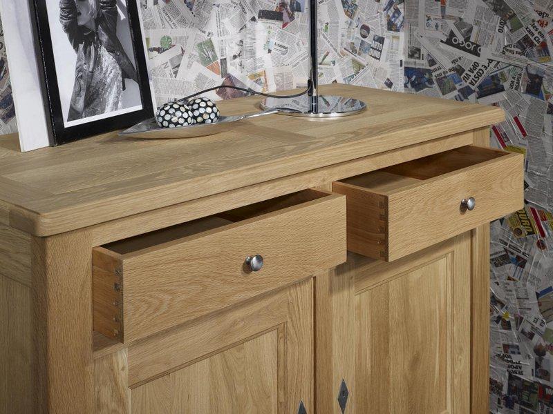 Buffet 2 portes 2 tiroirs pierre en ch ne massif de style campagnard finition chene naturel for Buffet 2 portes 2 tiroirs