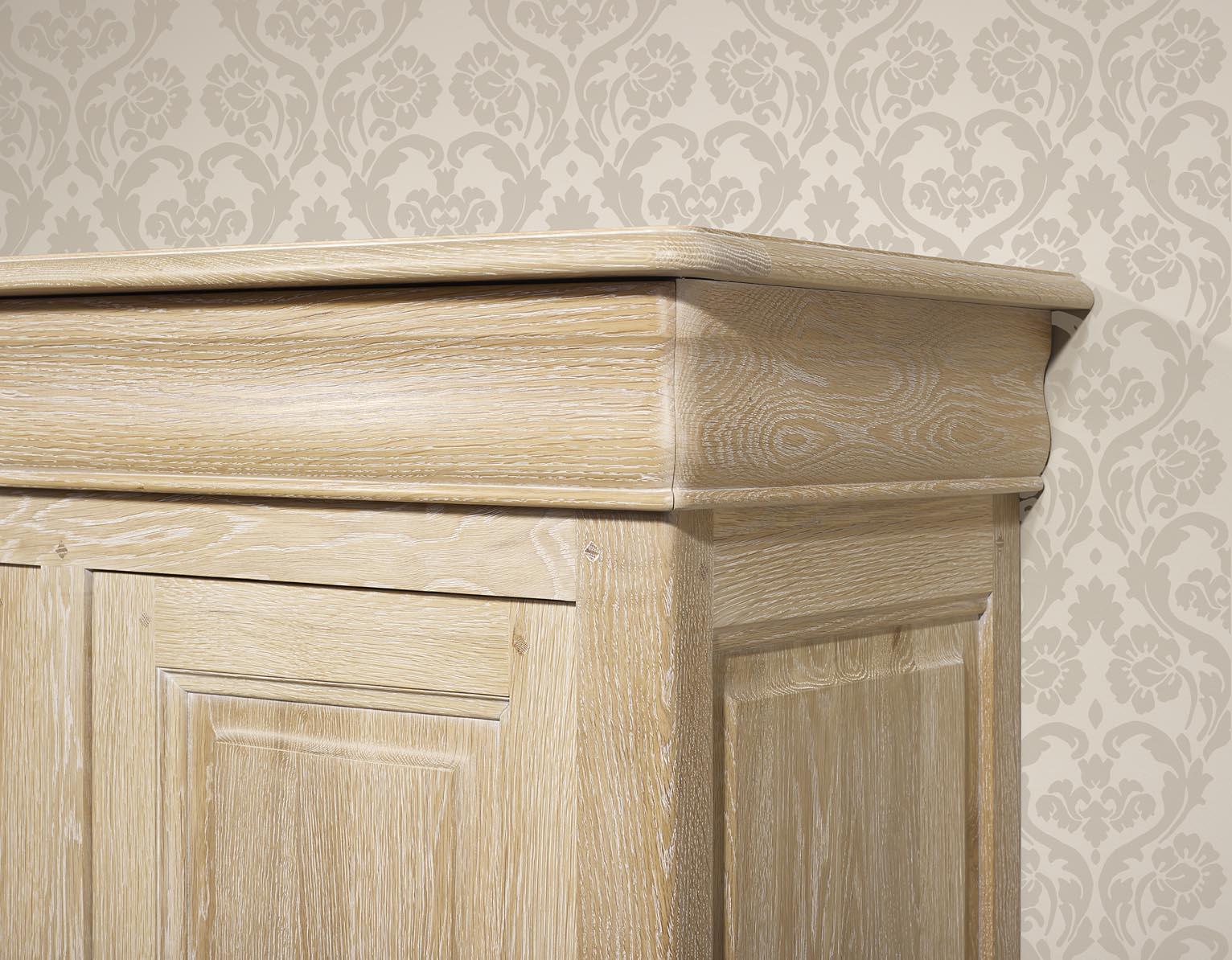 Bassette 2 portes 3 tiroirs en ch ne massif de style louis for Meuble chene massif belgique