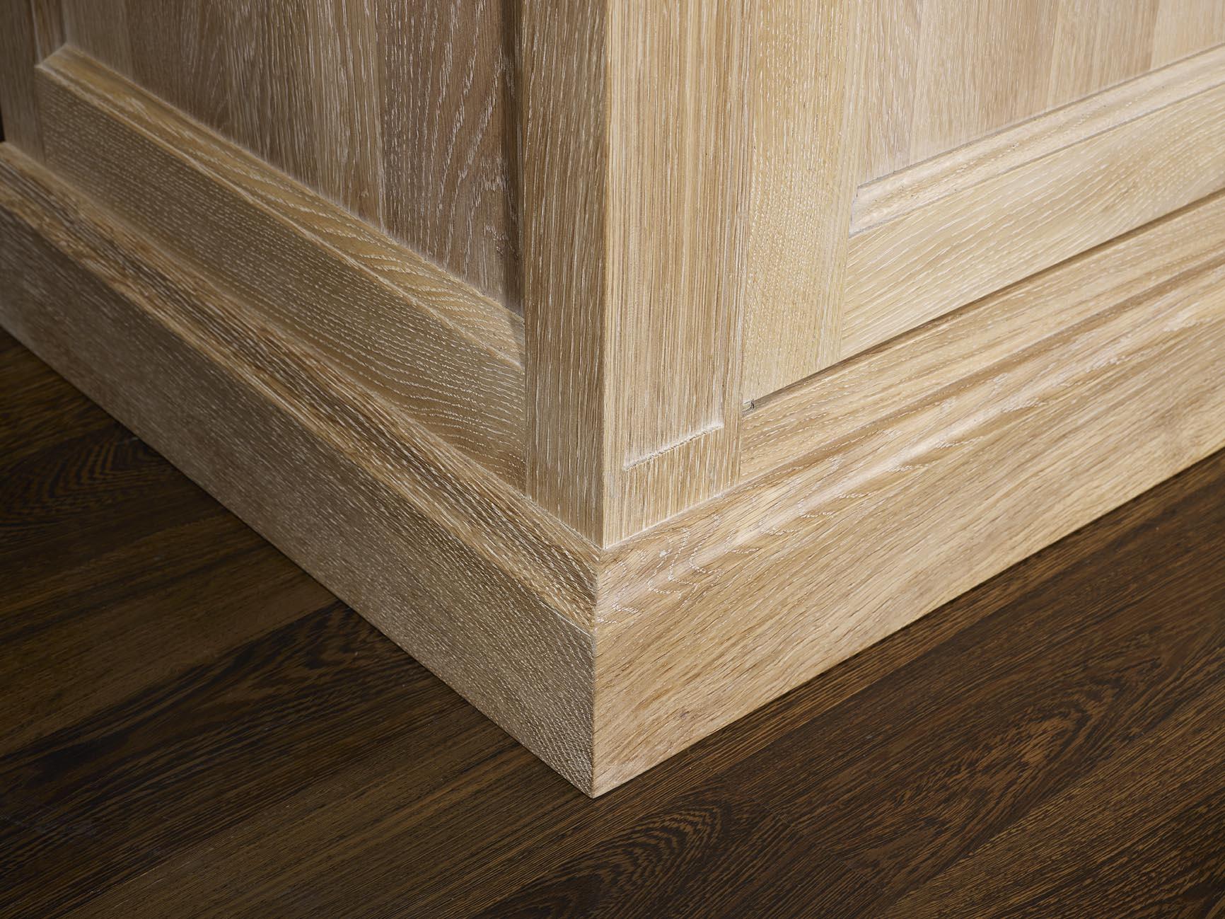 Meuble tv damien en ch ne de style directoire longueur 2 for Finition de meuble en bois
