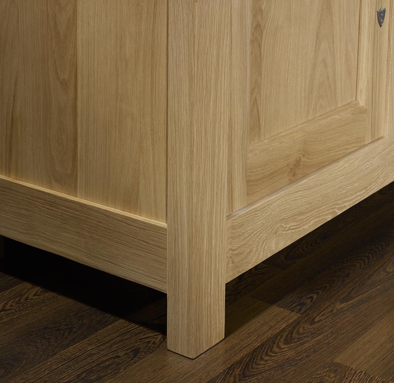 meuble tv 16 9eme amaury en ch ne massif de style. Black Bedroom Furniture Sets. Home Design Ideas