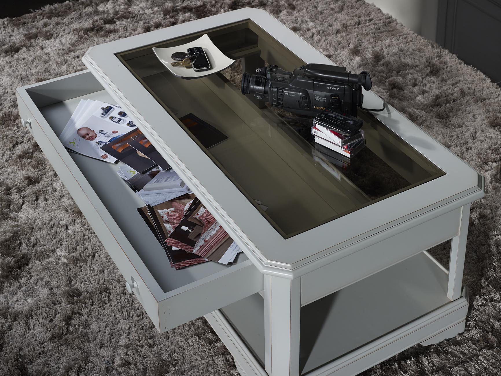 table basse en merisier massif de style louis philippe tiroir vitrine finition laqu gris patin. Black Bedroom Furniture Sets. Home Design Ideas