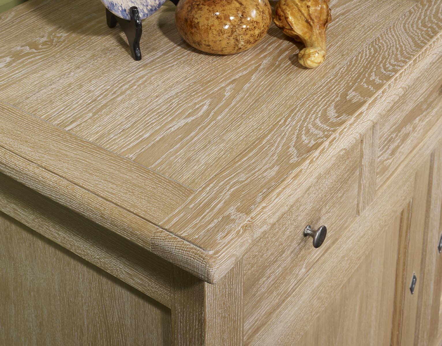 Buffet en ch ne massif de style campagnard 3 portes 4 for Finition de meuble en bois