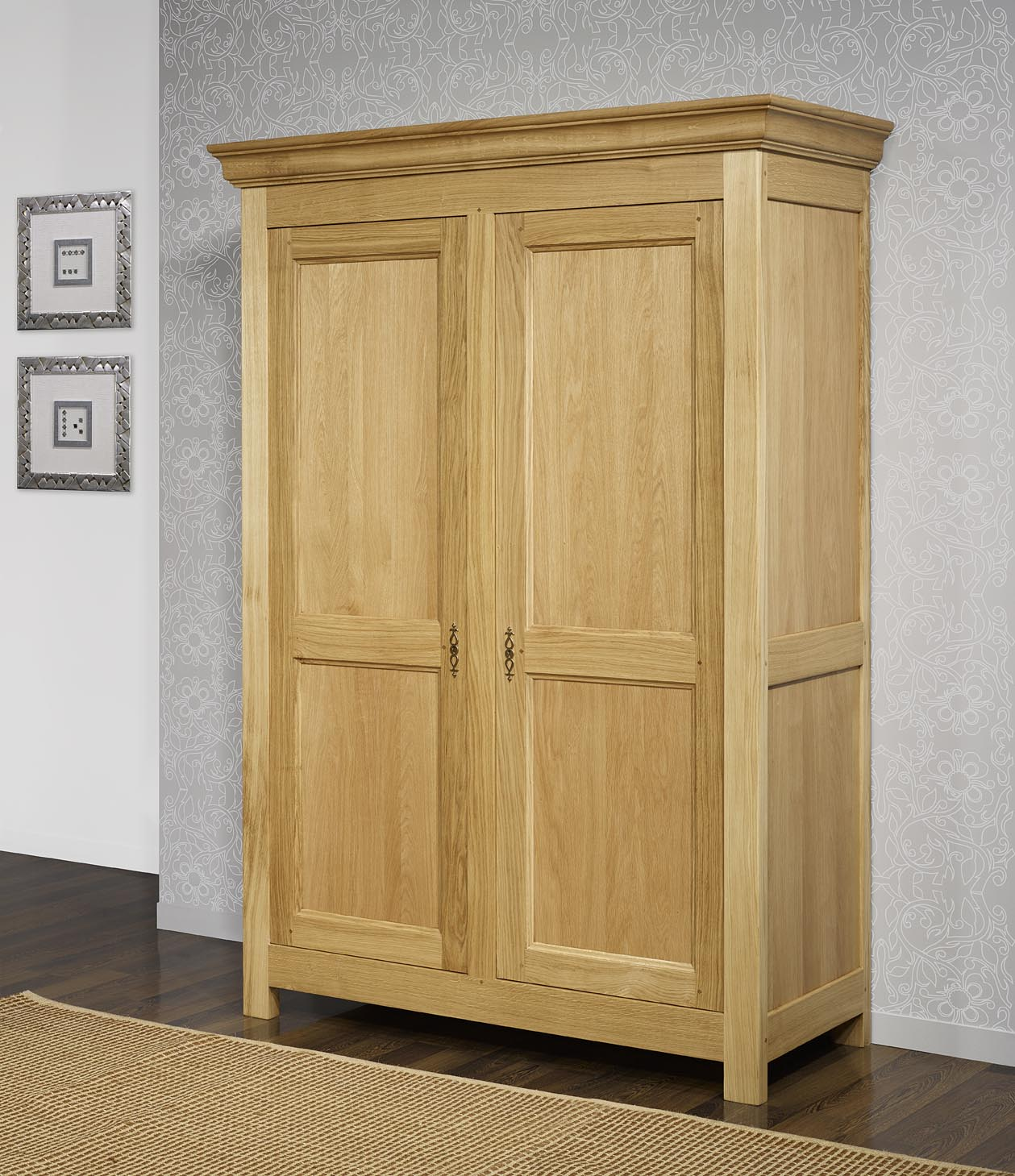 armoire 2 portes en ch ne massif de style campagnard. Black Bedroom Furniture Sets. Home Design Ideas