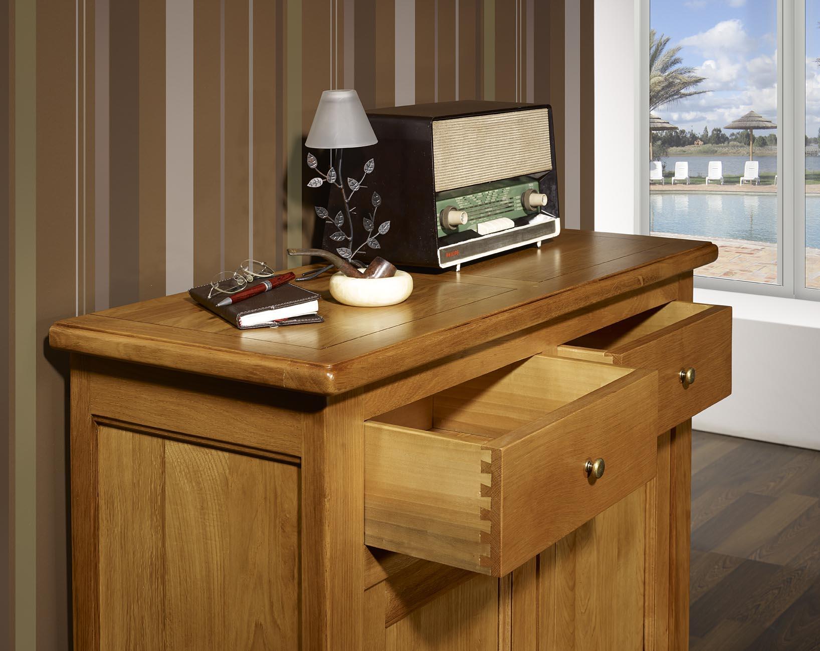 petit buffet 2 portes 2 tiroirs en ch ne massif de style. Black Bedroom Furniture Sets. Home Design Ideas