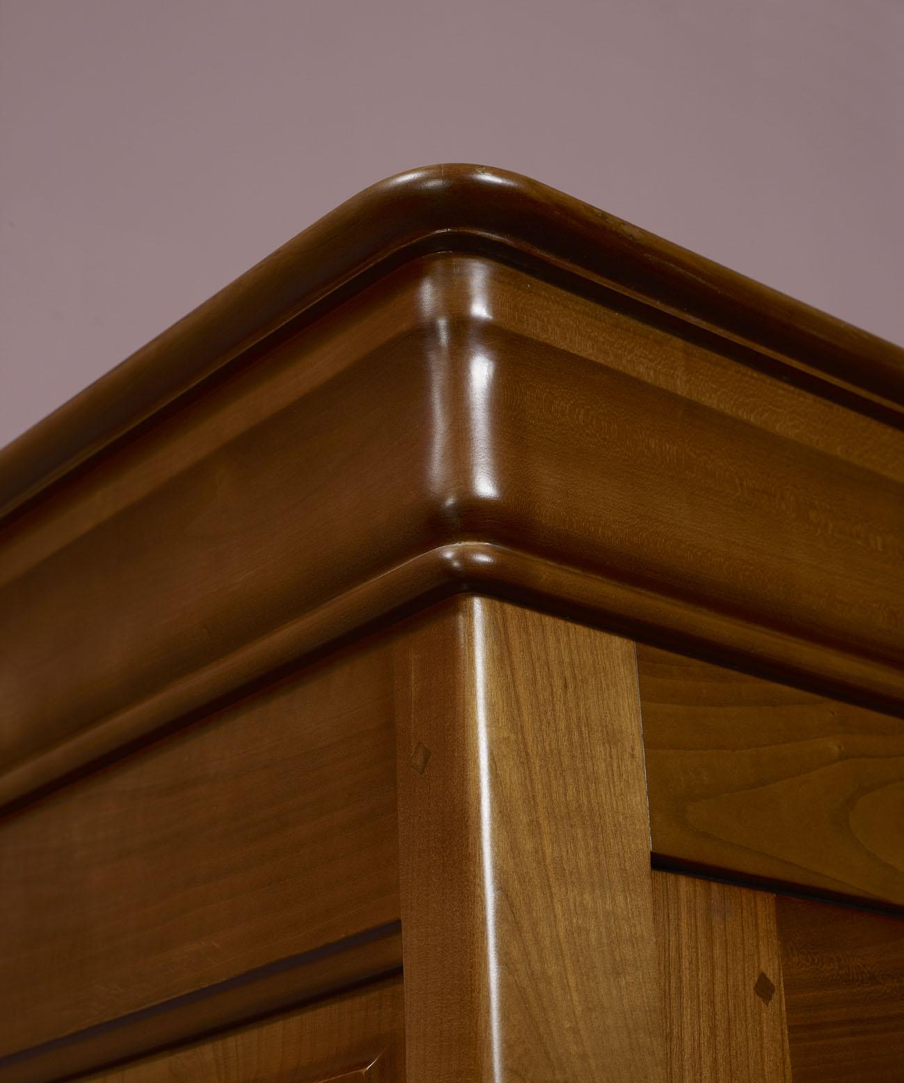 Armoire 2 portes en merisier massif de style louis for Armoire 2 portes bois massif