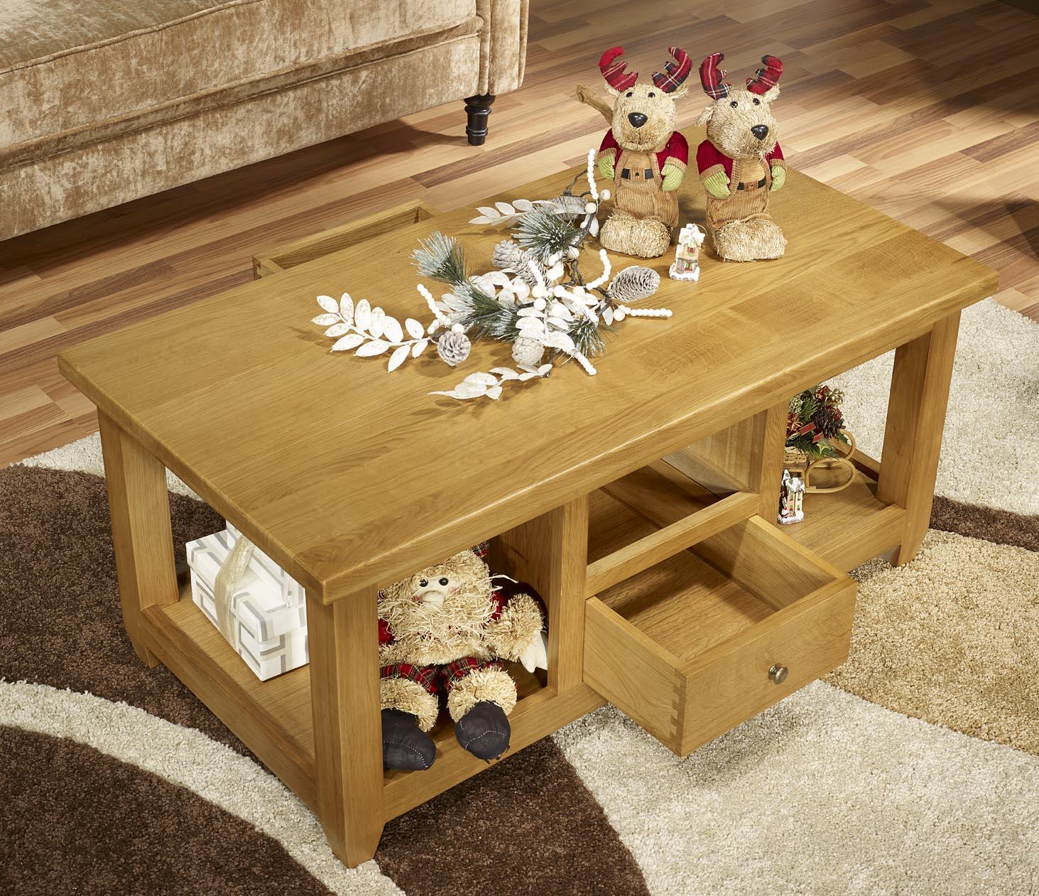 table basse thomas en ch ne massif de style campagnard meuble en ch ne massif. Black Bedroom Furniture Sets. Home Design Ideas