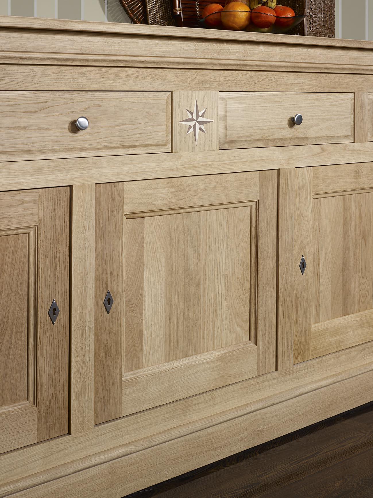buffet 3 portes 4 tiroirs rose des vents en ch ne massif. Black Bedroom Furniture Sets. Home Design Ideas