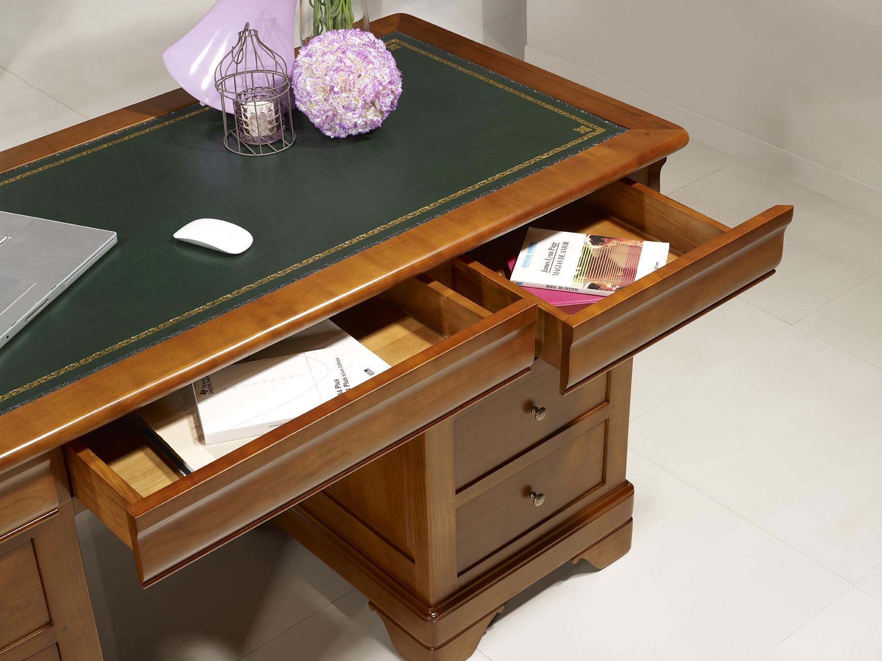 bureau ministre 9 tiroirs en merisier massif de style louis philippe meuble en merisier massif. Black Bedroom Furniture Sets. Home Design Ideas