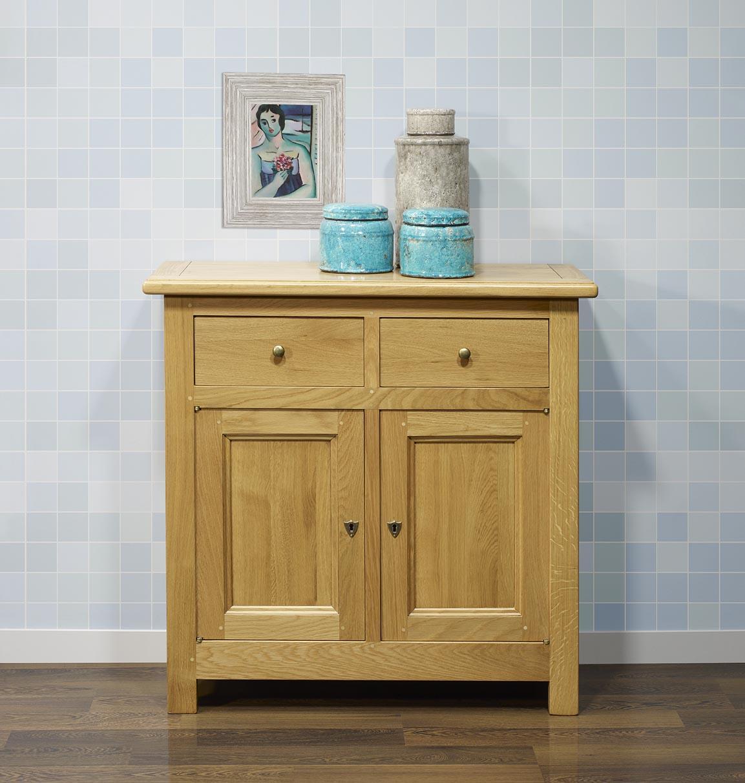 petit buffet 2 portes 2 tiroirs en ch ne massif de style campagnard finition ch ne naturel. Black Bedroom Furniture Sets. Home Design Ideas