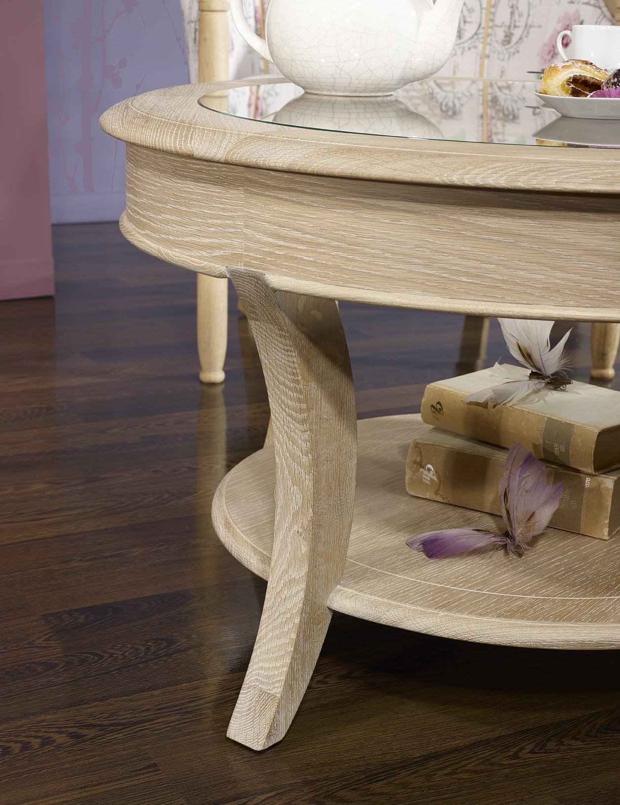 Table Basse Ronde Gaël En Chêne Massif De Style Louis