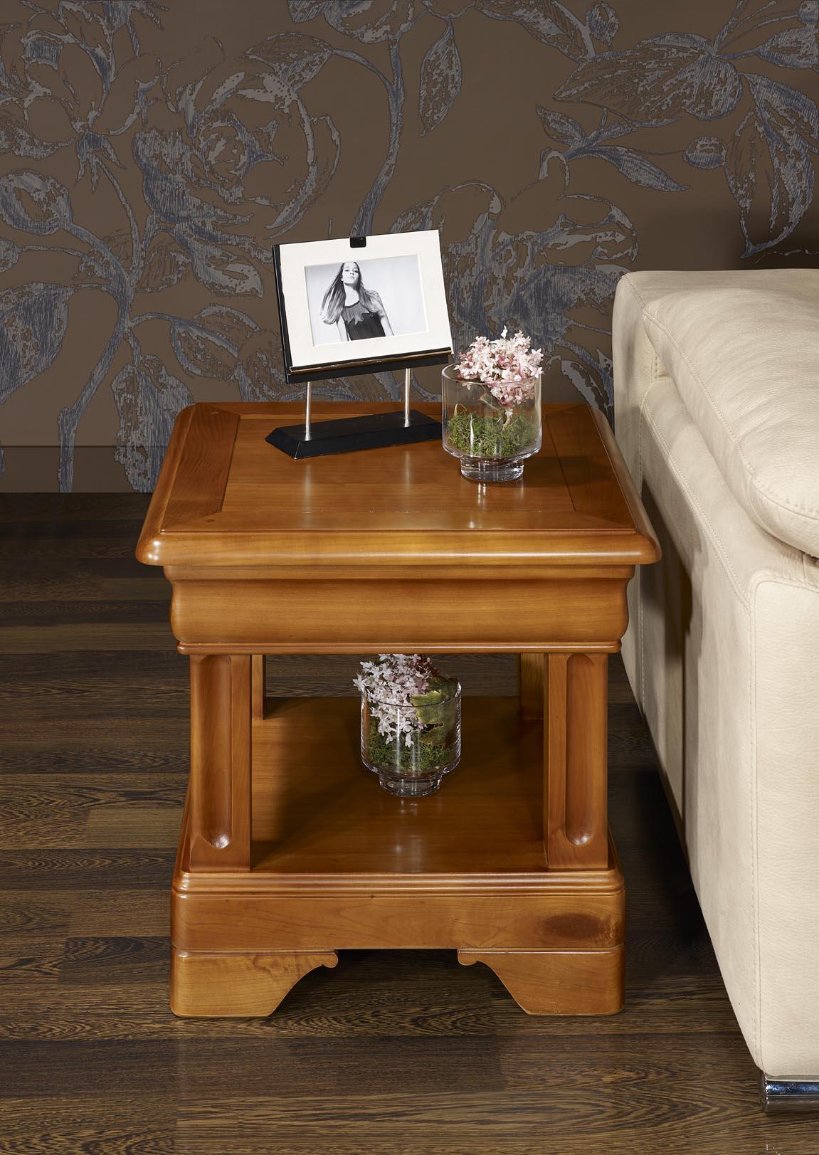 bout de canap ou table basse en merisier de style louis philipe meuble en merisier massif. Black Bedroom Furniture Sets. Home Design Ideas