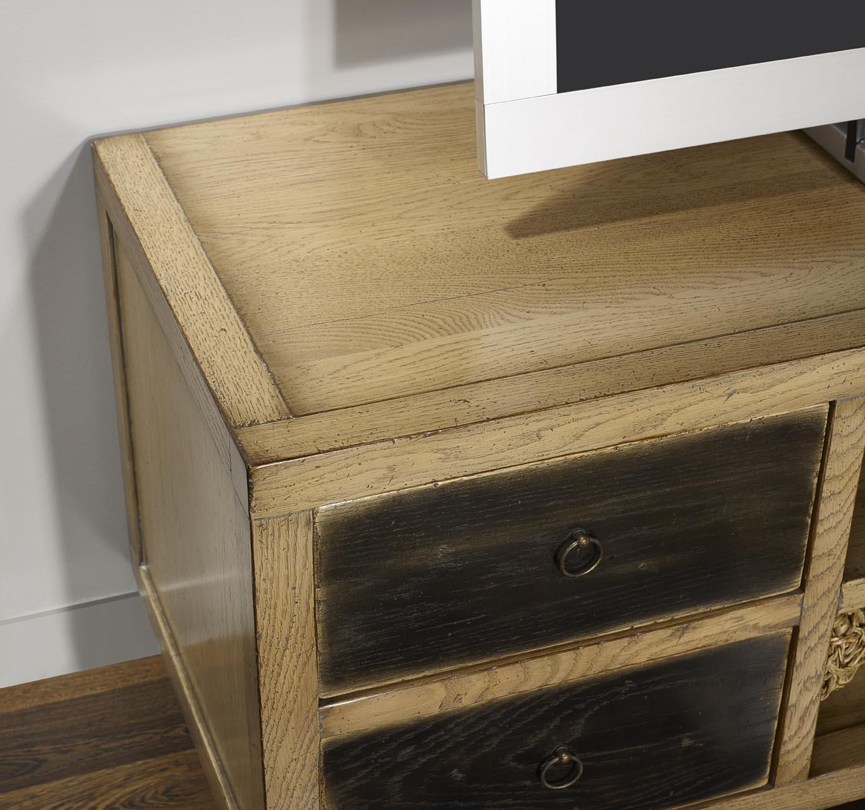 meuble tv vintage 4 tiroirs en ch ne massif de style contemporain meuble en ch ne massif. Black Bedroom Furniture Sets. Home Design Ideas