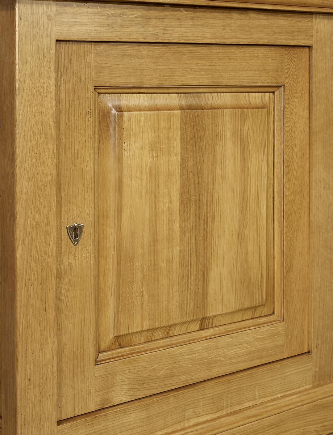 Confiturier en ch ne massif de style louis philippe for Finition de meuble en bois