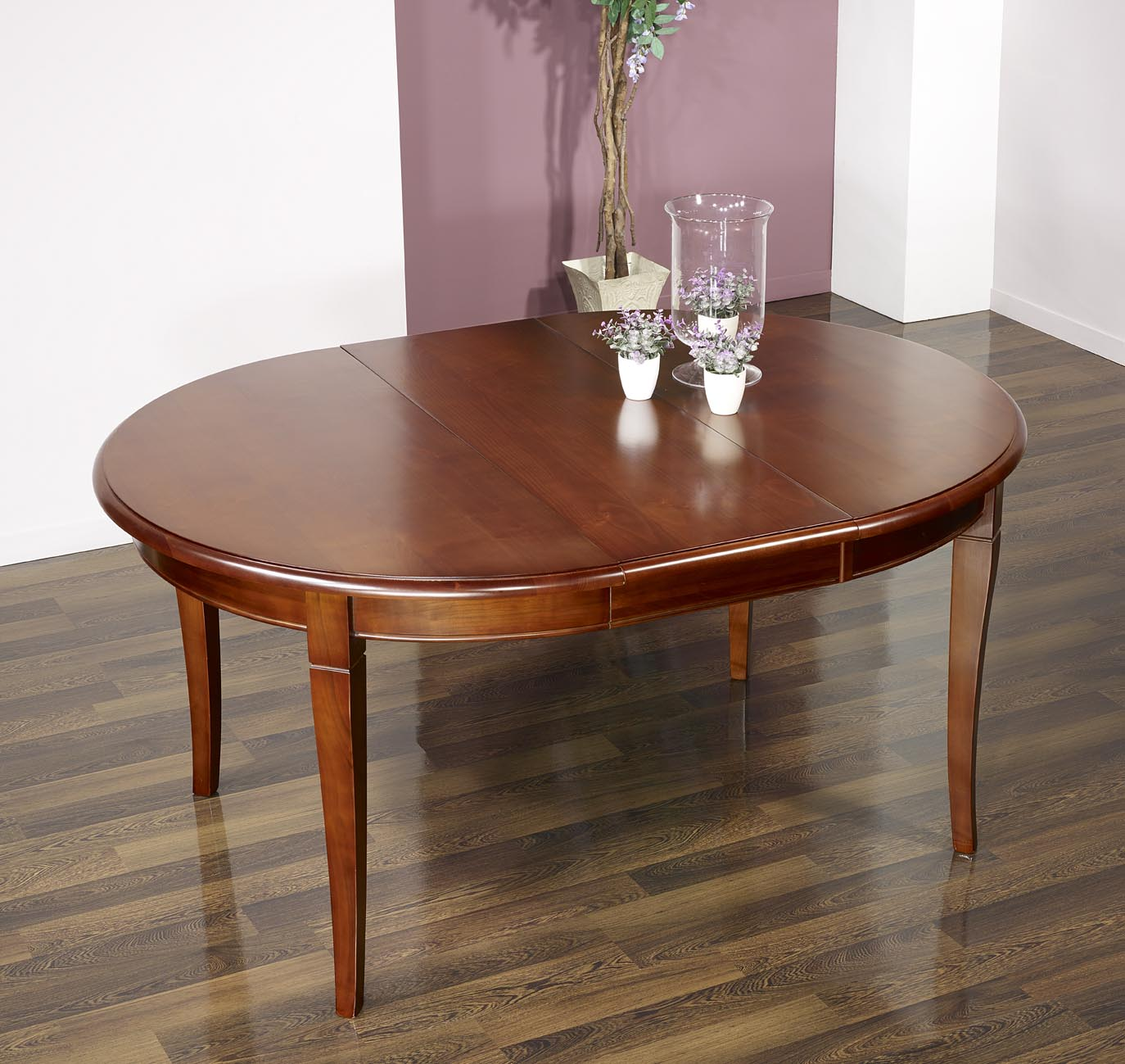 Table ronde 4 pieds sabres en merisier massif de style for Table a rallonge 12 personnes
