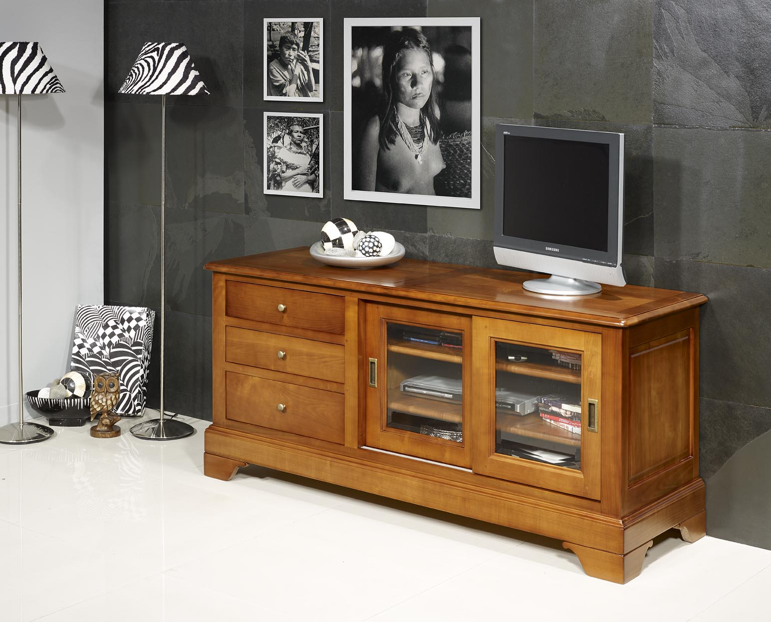 meuble tv 16 9eme martine en merisier massif de style. Black Bedroom Furniture Sets. Home Design Ideas