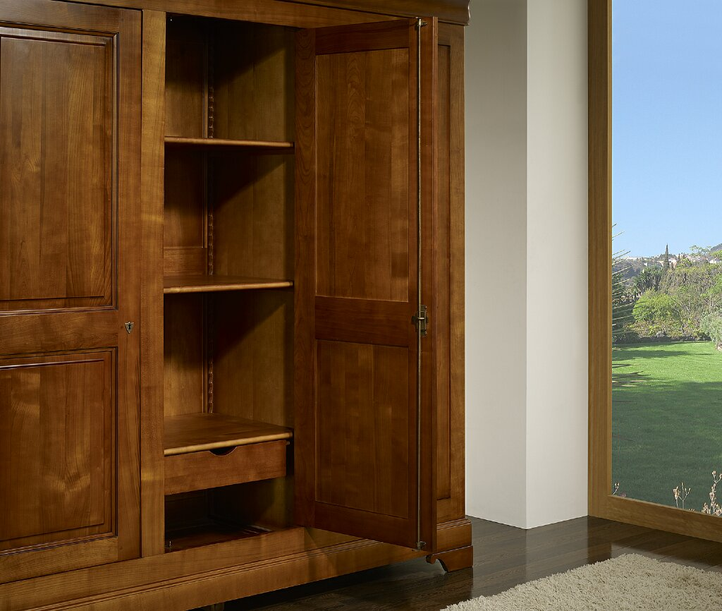 armoire 3 portes en merisier massif de style louis. Black Bedroom Furniture Sets. Home Design Ideas