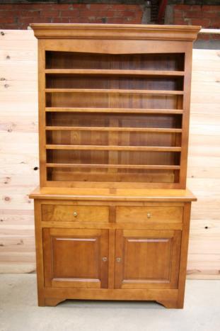 superbe vaisselier 2 portes en merisier massif de style louis philippe campagnard meuble en. Black Bedroom Furniture Sets. Home Design Ideas
