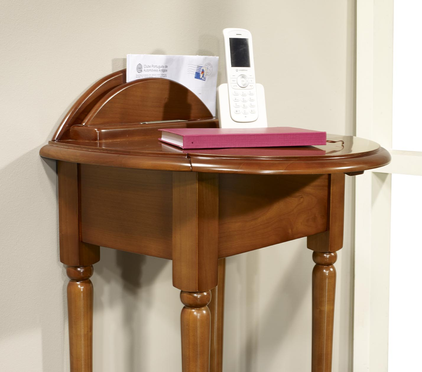 Table t l phone am lie en merisier de style louis for Meuble pour telephone