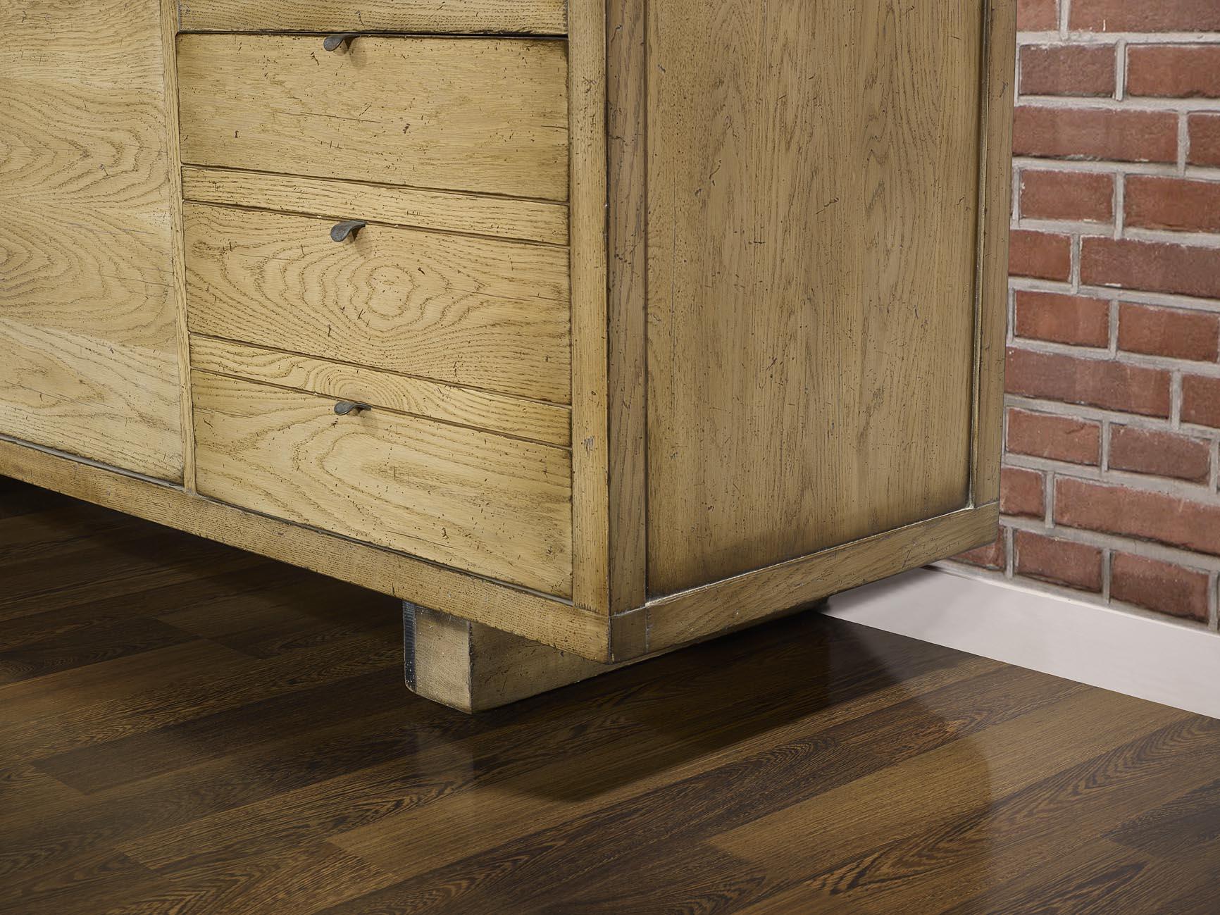 buffet 4 portes en ch ne massif de style contemporain. Black Bedroom Furniture Sets. Home Design Ideas