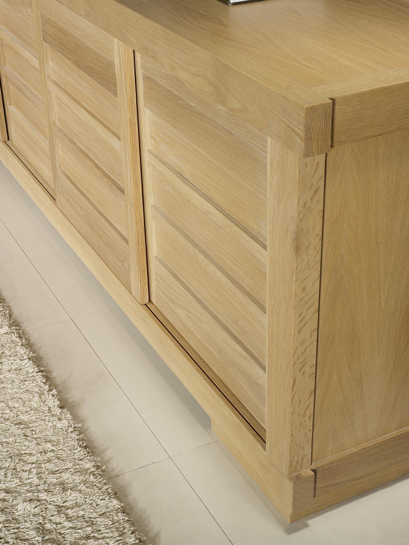 Buffet 4 portes coulissantes en ch ne massif de style contemporain vintage - Buffet bois massif contemporain ...