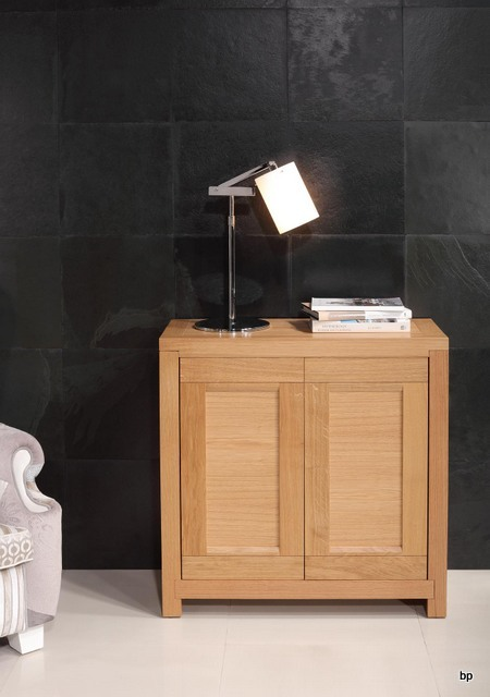 petit buffet 2 portes loann en ch ne massif contemporain meuble en ch ne massif. Black Bedroom Furniture Sets. Home Design Ideas