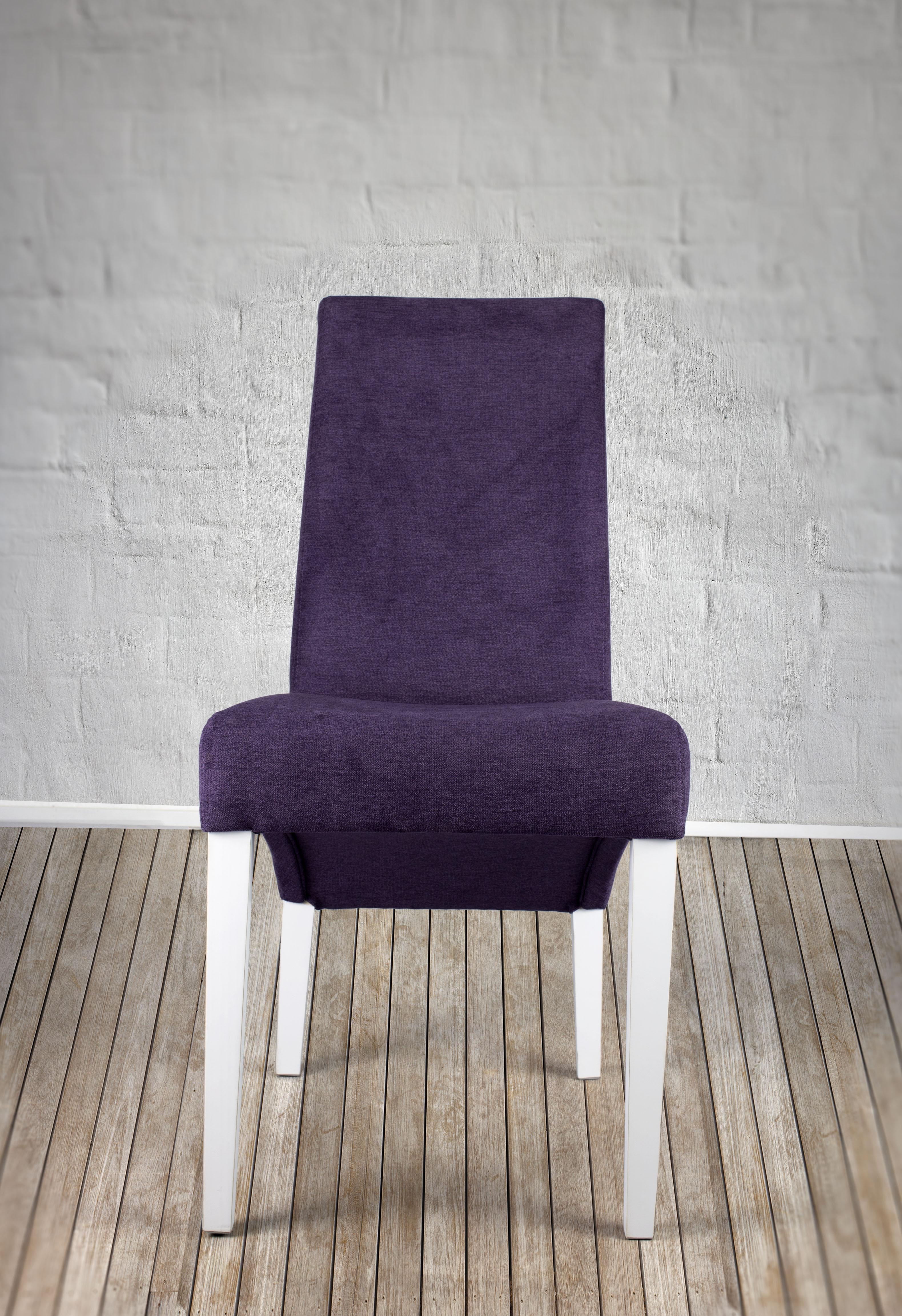 chaise loann en h tre massif assise et dos capitonn s de couleur violet meuble en ch ne massif. Black Bedroom Furniture Sets. Home Design Ideas