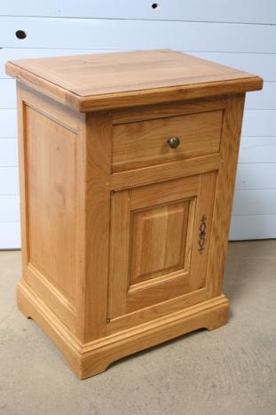 chevet 1 porte 1 tiroir en ch ne massif de style louis philippe campagnard destockage 1. Black Bedroom Furniture Sets. Home Design Ideas