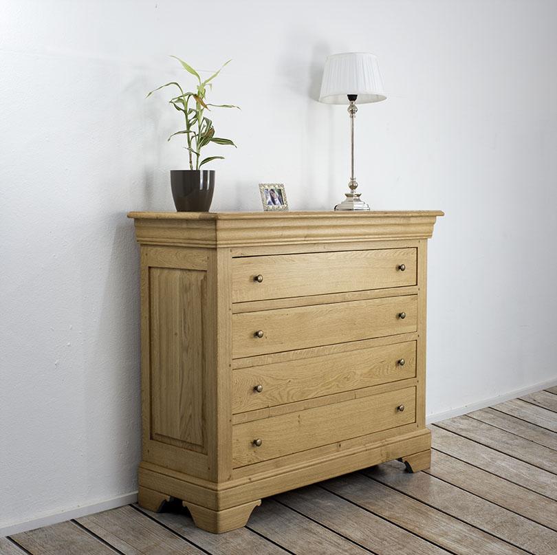 commode 4 tiroirs en ch ne de style louis philippe. Black Bedroom Furniture Sets. Home Design Ideas