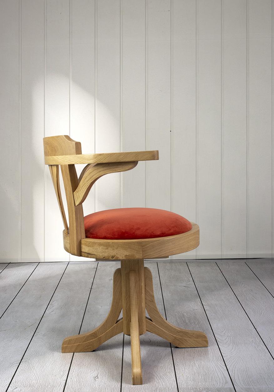 fauteuil de bureau marc en ch ne massif pivotant assise moleskine noire meuble en ch ne massif. Black Bedroom Furniture Sets. Home Design Ideas