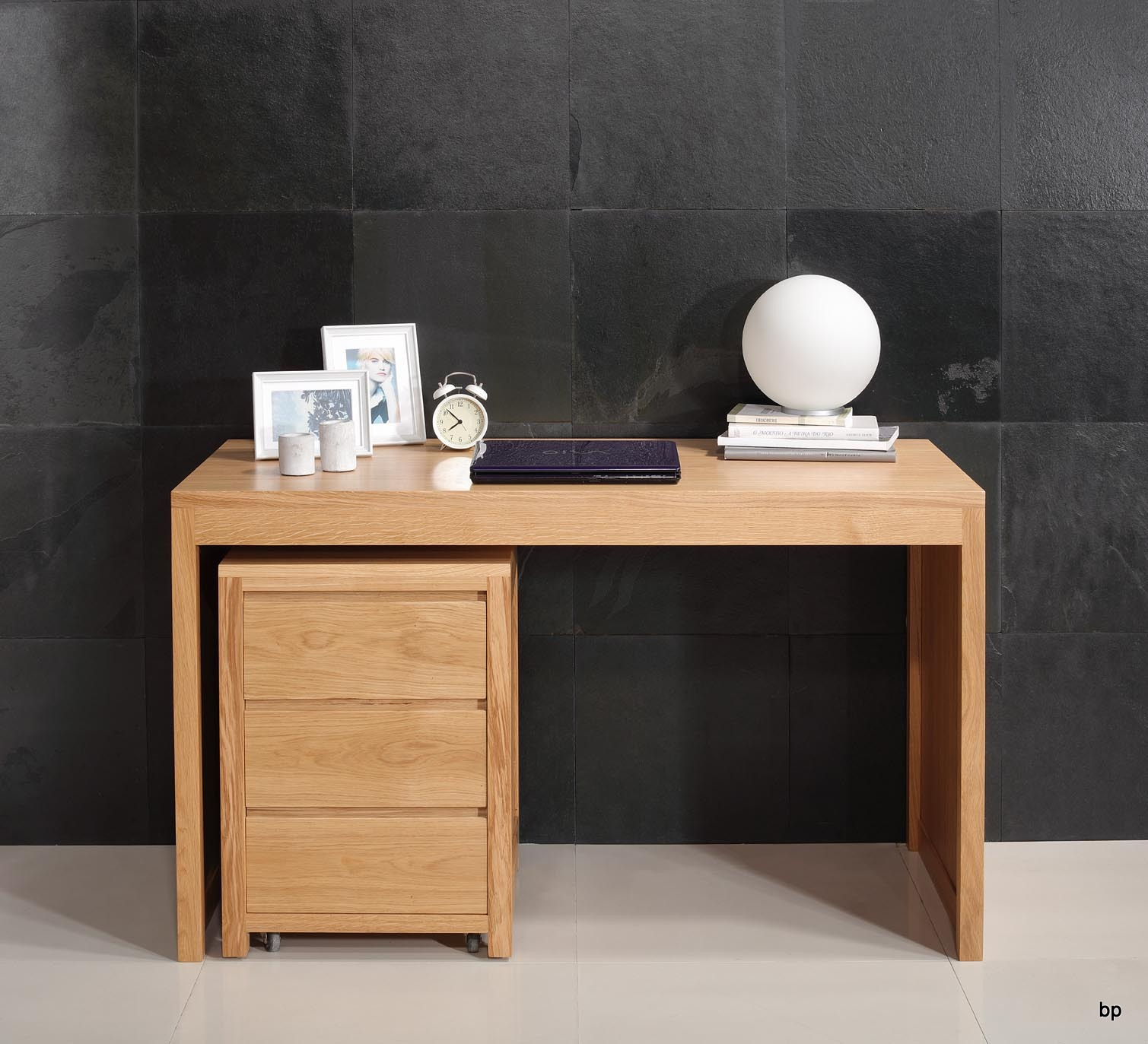 bureau contemporain en ch ne accompagn de son caisson de 3 tiroirs sur roulettes meuble en. Black Bedroom Furniture Sets. Home Design Ideas