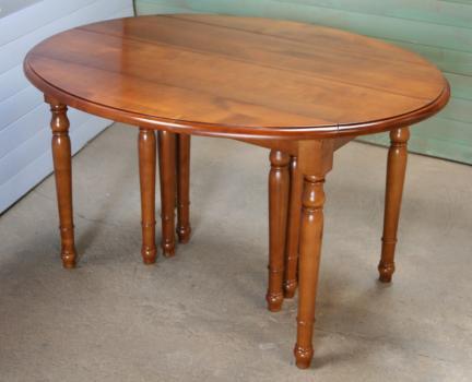 table ovale à volets 135x110 en merisier massif de style louis