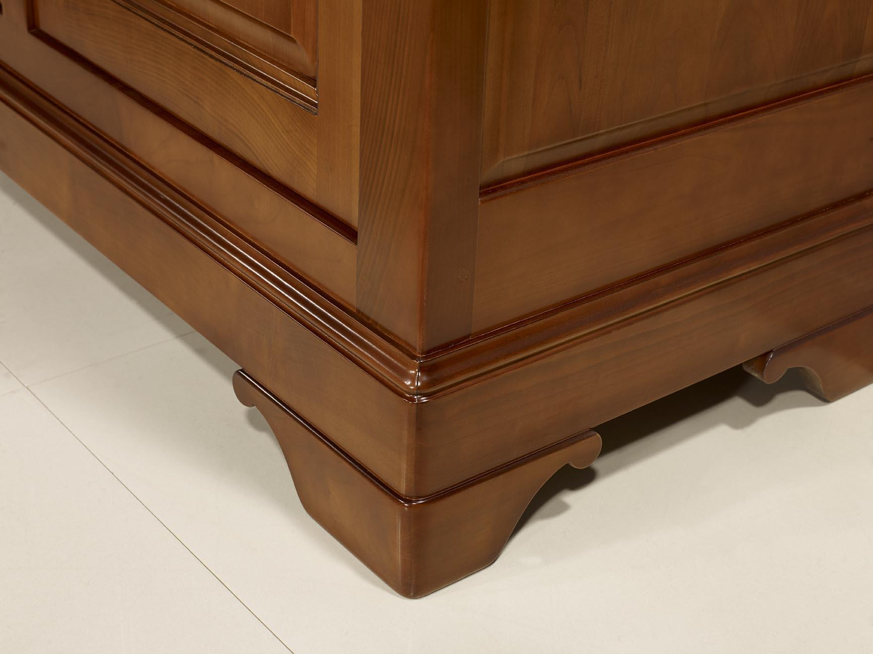 buffet 4 portes en merisier massif de style louis philippe meuble en merisier massif. Black Bedroom Furniture Sets. Home Design Ideas