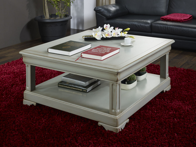 Table basse carr e clarisse en ch ne de style louis for Table basse carree bois gris