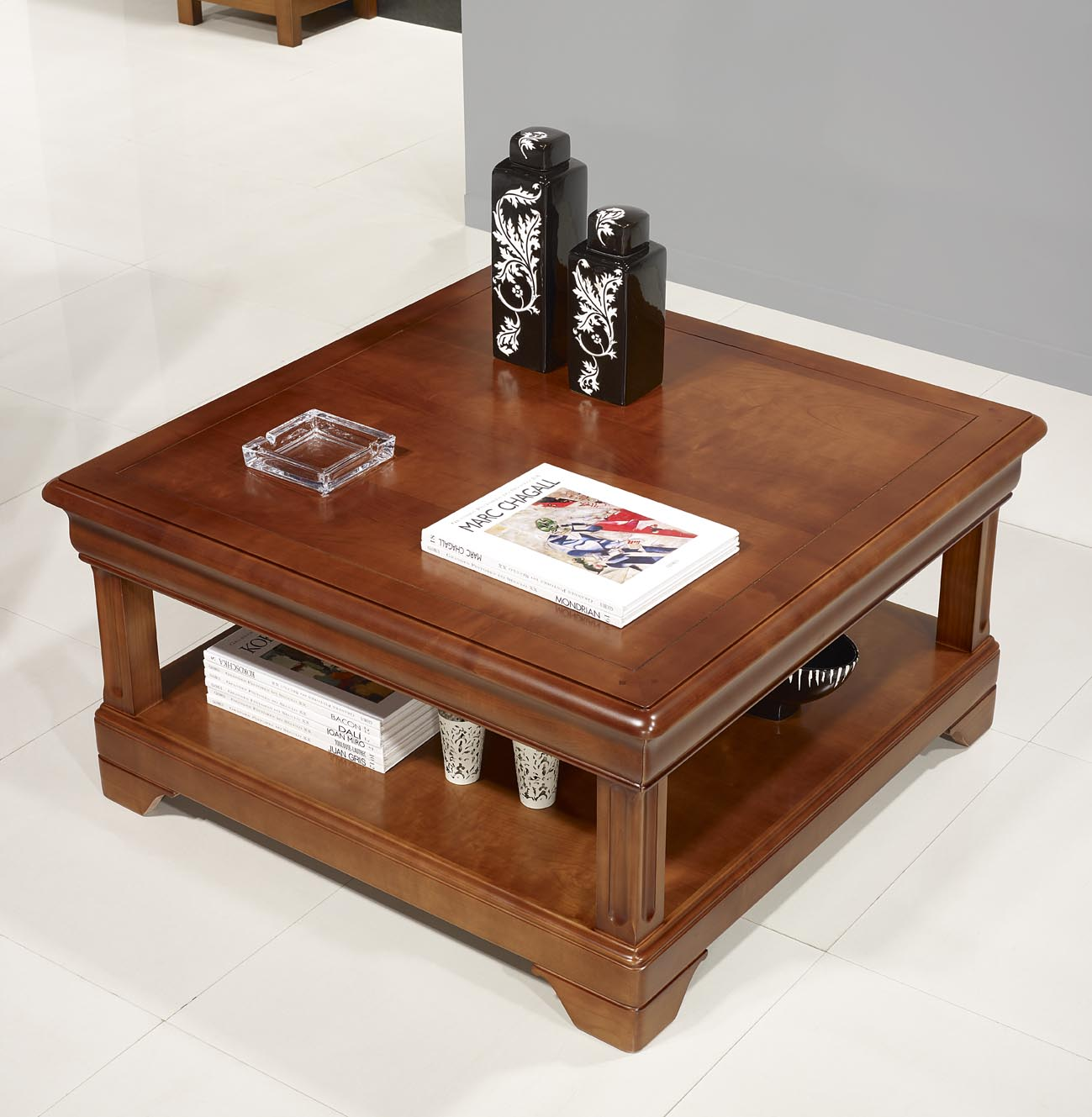 table basse carr e en merisier de style louis philippe meuble en merisier massif. Black Bedroom Furniture Sets. Home Design Ideas