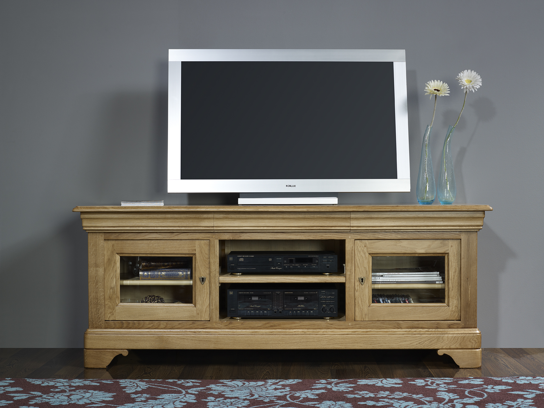 Meuble tv 16 9 me en ch ne massif de style louis philippe for Meuble tele 90 cm