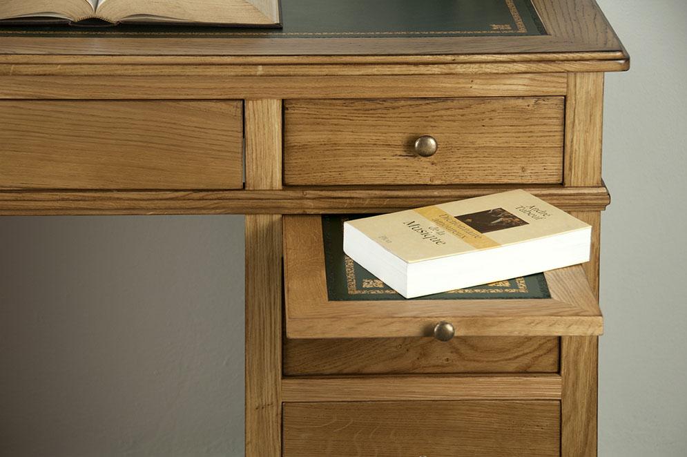 petit bureau luc en ch ne de style louis philippe surface d 39 criture en moleskine verte finition. Black Bedroom Furniture Sets. Home Design Ideas