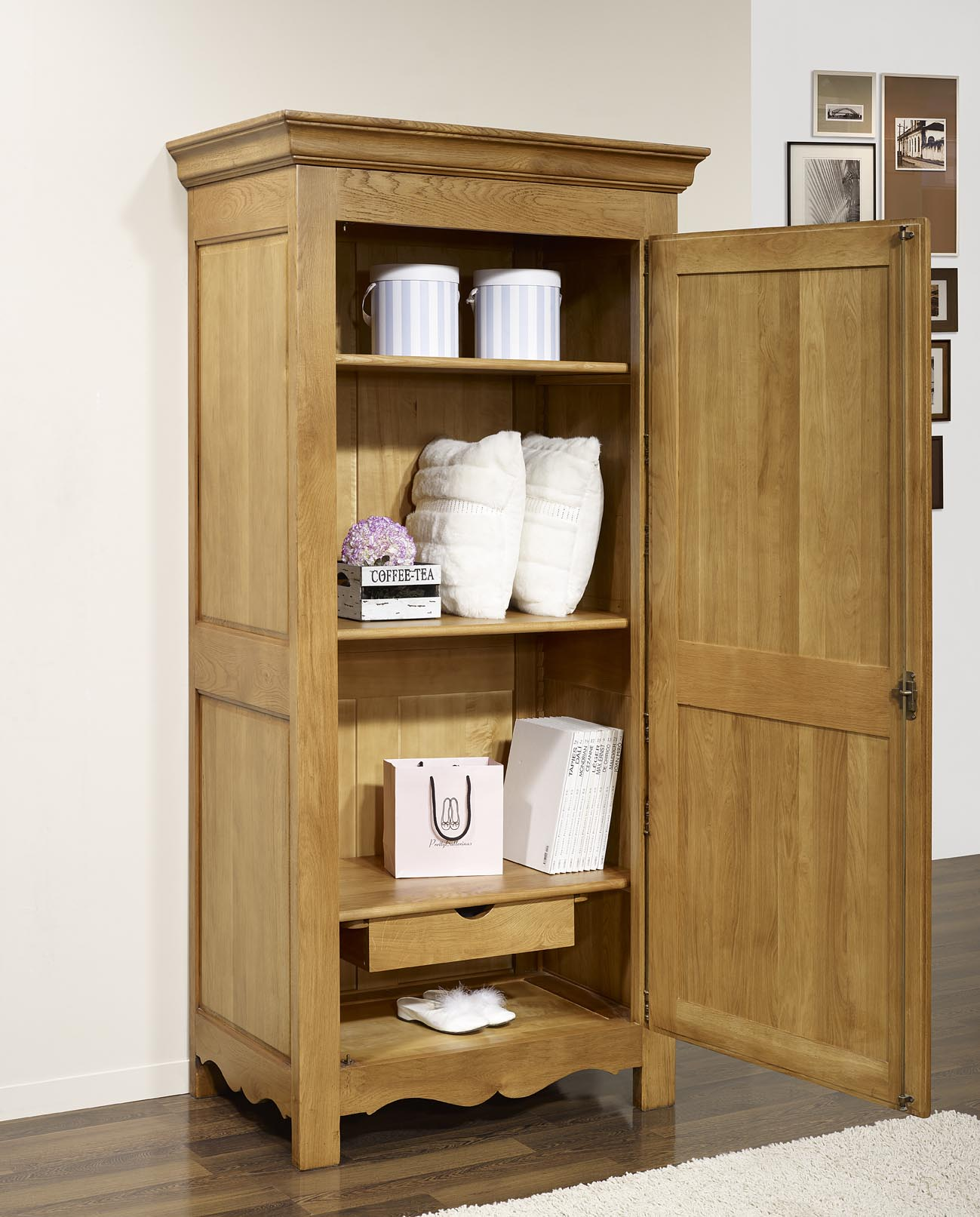 bonnetiere 1 porte marc en ch ne massif de style campagnard seulement 1 disponible meuble en. Black Bedroom Furniture Sets. Home Design Ideas