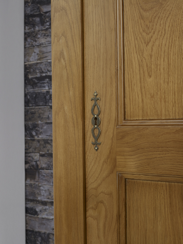 Bonneti re 1 porte amaury en ch ne massif de style for Porte en bois massif