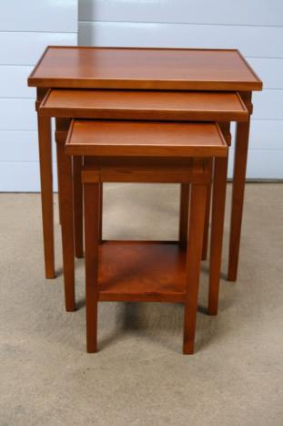 tables gigognes en merisier massif de style directoire meuble en merisier massif. Black Bedroom Furniture Sets. Home Design Ideas